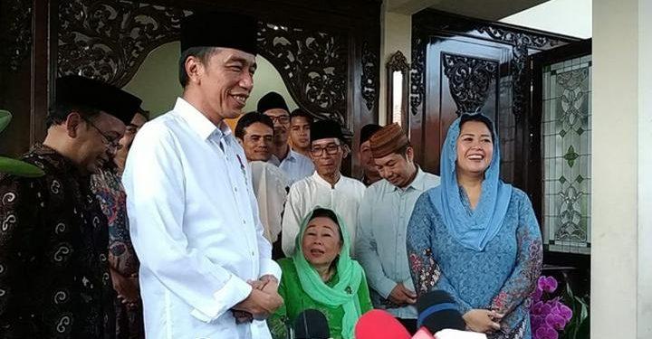Presdien Jokowi saat mengunjungi keluarga Gus Dur